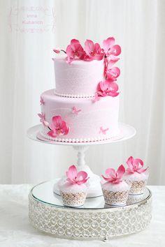 Orchid wedding cake - by Irina Kubarich Orchid Wedding Cake, Orchid Cake, Beautiful Cakes, Amazing Cakes, Fondant Cakes, Cupcake Cakes, Cake Design Inspiration, Candy Cakes, Wedding Cakes With Cupcakes