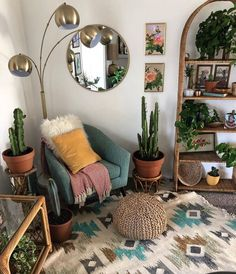interior design | home decor | bohemian style | eclectic | indoor plants | round mirror | industrial