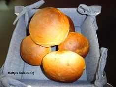 Μοσχομυριστά νηστίσιμα σταφιδοψωμάκια για το πρωϊνό όλης της οικογένειας… J Υλικά για 9-10 κομμάτια: 200 αλεύρι κίτρινο (ζυμωτό) ...