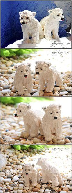 Polar Bear Cubs made of legos. Polar Bears are so cute Lego Friends, Lego Sculptures, Lego Knights, Amazing Lego Creations, Lego Club, Bear Cubs, Polar Bears, Tiger Cubs, Tiger Tiger