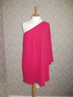 Fab dress available to rent on our website rentmydress.ie #dresshiredublin #dresshireIreland #occasiondress #pink #savemoney