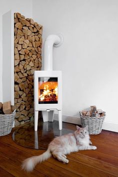 55 Home Fireplace For You This Spring - Home Decor & Interior Design Spring Home Decor, Cute Home Decor, Easy Home Decor, Home Fireplace, Fireplace Design, Fireplaces, Modern Wood Burning Stoves, Wood Stoves, Living Pequeños