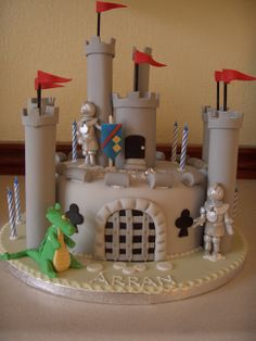 Knight Cake, Knight Party, 4th Birthday Parties, Boy Birthday, Birthday Cake, Dragons, Castle Party, Doughnut Cake, Cakes For Men