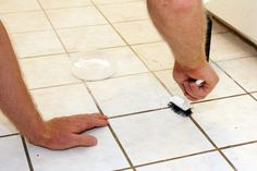 How to Clean Grout with Vinegar and Baking Soda - Cleaning grout on tile floors or in the shower is easy with baking soda and vinegar. You can clean without harsh chemicals and without scrubbing with this homemade grout cleaner! House Cleaning Tips, Diy Cleaning Products, Cleaning Hacks, Diy Hacks, Cleaning Services, Cleaning Recipes, Cleaning Rugs, Cleaning Mold, Upholstery Cleaning