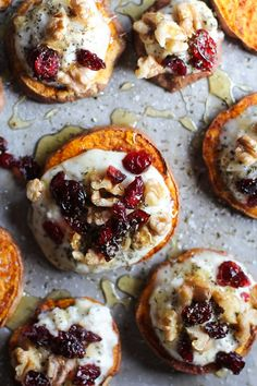 sweet potato rounds with herbed ricotta cheese, walnuts, dried cranberries, and honey