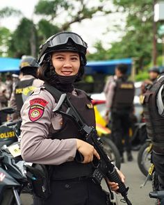 Military Women, Women Police, Military Art, Indonesian Women, Mexican Army, Army Police, Outdoor Girls, Female Soldier, Beautiful Hijab