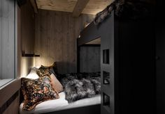 Hytte Kvitfjell - Spectacular log cabin with a really excessive normal, improbable views and good so Mountain House Decor, Mountain Cottage, Colorado Cabins, Modern Lodge, A Frame Cabin, Cabin Interiors, Tiny House Cabin, Timber House, Home Technology