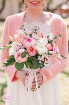 Свадьба в цвете. Розовый кварц. Букет невесты из обычных и пионовидных роз