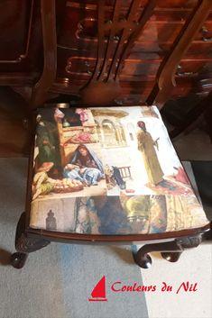 Il a suffit de retapisser les chaises de cette salle pour lui redonner du cachet. J'aime beaucoup le mélange des meubles traditionnels français et cette décoration orientale obtenue grâce au tapissage des chaises.  Un panneau de 140 cm sur 140 cm, permet de tapisser 4 chaises. Style Oriental, Decoration, Traditional Furniture, Fabric Panels, Decor, Decorations, Decorating, Dekoration, Ornament