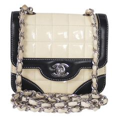 Pre-Owned Chanel Bi-color Mini Classic Cross-body Flap Bag Vintage (1,785 CAD) ❤ liked on Polyvore featuring bags, handbags, mini crossbody handbags, crossbody purses, vintage handbags, chanel purse and quilted cross body purse