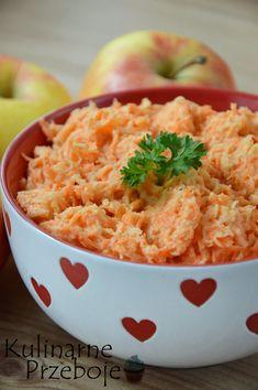 Surówka z marchewki i selera – to pyszna i pełna witamin surówka, która idealnie doskonale pasuje do obiadu! Wypróbujcie koniecznie! :) Więcej przepisów na surówki znajdziecie tutaj: Sałatki i surówki – przepisy Surówka z marchewki i selera – Składniki: 3 średnie marchewki (ok. 350g) pół średniego selera korzeniowego (ok. 200g) 2 średnie jabłka (ok. 300g) […]