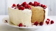 Lemon and and rose petals give this deliciously light cake an exotic note.