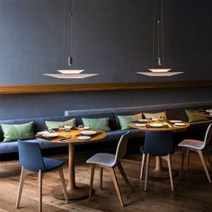 The Vibia Flamingo 1540 pendant lamp has two diffuser shades. This lamp is available in different versions. Lighting Concepts, Lighting Design, Flamingo Lights, Design Light, Deco Restaurant, Light Building, Lumiere Led, Luminaire Design, Led Licht