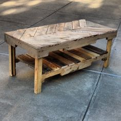 DIY pallet table.