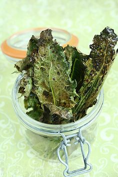Making kale chips is fast, easy, and cost effective. Any type of kale works, just be sure that your washed kale leaves are dry before adding olive oil for ultimate crisp chips! Kale Recipes, Gf Recipes, Snack Recipes, Snacks, Recipies, Frozen Chocolate, Chocolate Pops, Making Kale Chips, Healthy Food Alternatives