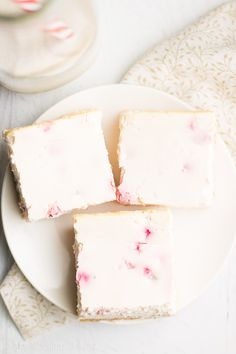 Skinny Strawberry Cheesecake Bars -- a super easy, fail-proof recipe! 80 calories, 5g+ of protein & basically healthy enough for breakfast!