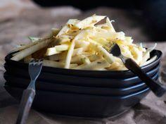 Mehukas sellerisalaatti Macaroni And Cheese, Tableware, Ethnic Recipes, Kitchen, Food, Mac And Cheese, Dinnerware, Cooking, Tablewares
