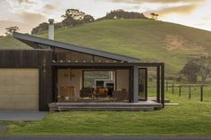 Pataua Holiday Home by Black Box Architects House Roof, Facade House, Bungalow, Cedar Cladding, Casas Containers, Roof Architecture, Box Houses, Prefab Homes, Planer