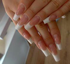 Zeer nette french manicure set met nagelbedverlenging.