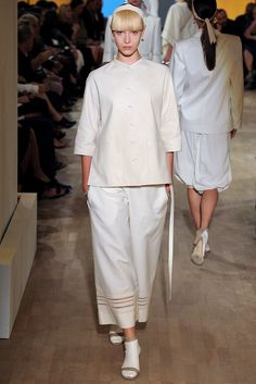 See the complete Hermès Spring 2012 Ready-to-Wear collection.
