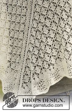 """Garden of Diamonds - Knitted DROPS shawl with wave pattern in """"Lace"""". - Free pattern by DROPS Design"""
