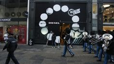GreatHouse has been helping Diesel Denmark turning their Flagship store facade into a wild interactive experience. Cool music and graphics pop up as you pass the massive windows. It's all part of Diesel's launch of the spring/summer preview collection with the Rockin Dots campaign.