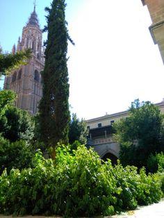 Claustro y patio de la Catedral de Toledo