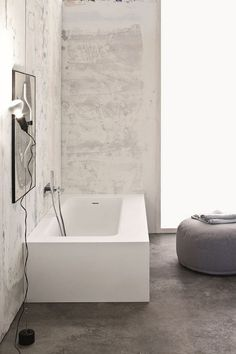 Ingenious Italian-Style Furnishings For The Posh Spa-Like Bathroom Bathroom Mixer Taps, Bathroom Basin, Bathroom Fixtures, Bathrooms, Modern Bathroom Design, Modern Design, Minimal Bathroom, Spa Like Bathroom, Bathroom Inspo