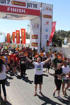 marathon 003 Marathon, Cool Kids, Times Square, Fun, Travel, Viajes, Marathons, Destinations, Traveling