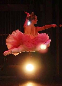 VRDC Sugar Plum Fairy in the VRDC Nutcracker Ballet 2014.  photo: Kelly Millar
