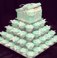 Food - cute Tiffany cake made with cupcakes