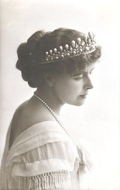 Crown Princess Marie of Romania wearing the cambridge lovers knot tiara. I always liked the photos of her in that tiara, since it suits her so well. The Crown Princess of Romania wearing a tiara Royal Tiaras, Tiaras And Crowns, Romanian Royal Family, Diamond Tiara, Royal Jewelry, Diy Jewelry, Jewelery, Royal House, King Queen