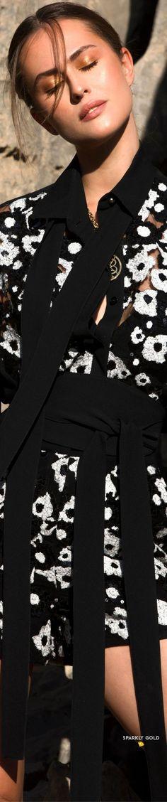 Elie Saab Spring 2021 RTW #SparklyGold ❀ Kelly Preston, Floral Fashion, Fashion Design, Elie Saab Spring, Elie Saab Couture, Ellie Saab, Catherine Zeta Jones, Beyonce Knowles, Eva Longoria