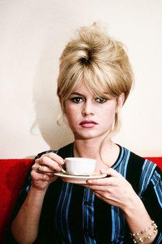 Brigitte Bardot in a promotional still for Jéan-Luc Godârd's 1965 film 'Piérrot lé Fou'
