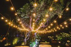 Immagine di http://inesquecivelcasamento.s3.amazonaws.com/wp-content/uploads/2015/09/luzes-de-gambiarra-casamento-ao-ar-livre.jpg.