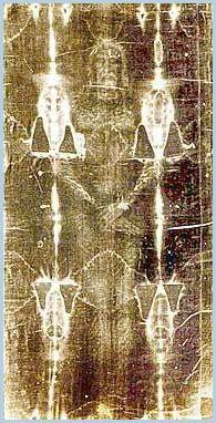 A pesar de los avances científicos y la tecnología alcanzada a través de 2.000 años de historia la humanidad sigue teniendo uno de los grandes enigmas de la historia sin resolver: la sábana Santa de Turín. ¿Fue realmente el lienzo que envolvió el cuerpo de Jesús de Nazaret o por el contrario es una falsificación realizada a mediados del siglo XVI?.