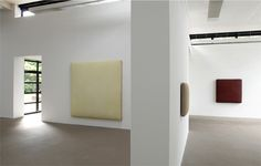 Interior of the Galerie M in Bochum, Germany with paintings by Gotthard Graubner (Lichtbauch 2009, Galatea 1998 and Viridis 2007).