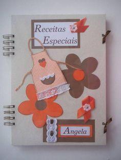 Caderno com capa dura decorada com técnicas de Scrapbook,  com 96 folhas pautadas, dividido em Doces e Salgados, para registrar suas receitas preferidas, tamanho  20x28 cm.  Pode ser personalizado com nome.  Ótimo presente para Chá de Panelas.