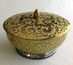 Vintage Daher Tin Lidded & Footed Bowl MADE by CoolOldStuffIFound, $15.00