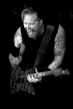 James Hetfield | Metallica. One of the most beautiful photos of James. :3