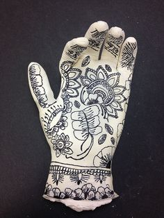 : Lesson Idea :: Mehndi Hand Sculptures **Updated with Student Work** :: World Art Study Plaster Sculpture, Hand Sculpture, Pottery Sculpture, Sculpture Lessons, Sculpture Projects, Sculpture Ideas, Art Therapy Projects, Art Projects, Mannequin Art