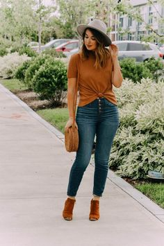 The Best Basic Fall Tee + Link-Up on Rosy Outlook! - The Best Basic Fall Tee + Link-Up on Rosy Outlook! Fall Fashion Outfits, Casual Fall Outfits, Fall Fashion Trends, Mode Outfits, Fall Winter Outfits, Autumn Winter Fashion, Womens Fashion, Boho Fashion Fall, Cheap Fashion