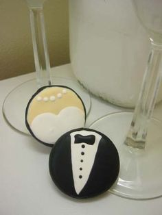 Bride & Groom Oreo Cookies... - OCCASIONS AND HOLIDAYS - DIY, swaps, needlework, sewing, tutorials, cooking, knitting, crochet and so much more on Craftster.org