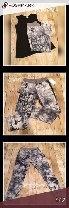 Cabi Marble pants NWOT.  🚫Please, no offers. The Marble Pant has an allover, grayscale tiedye that's been printed onto cotton— each pant has a unique pattern! And don't forget the dark gray contrast knit waistband that's just asking for the perfect front tuck. These pants are meant to be rolled up but also look cute straight. Paired with the Limited Edition Cabi Muscle Tee. Material: Self: 100% Cotton Waistband: 97% Cotton, 3% Spandex 💰I offer a 10% bundle discount on 2 or more items. CAbi…
