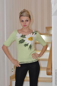 Купить или заказать Кофточка'Ромашка-символ ЛЮБВИ' в интернет-магазине на Ярмарке Мастеров. Вязаная кофточка из итальянской пряжи. Рисунок выполнен шерстью для валяния.