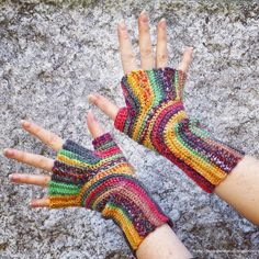 Knitting and so on: Crochet U-Turn Mitts