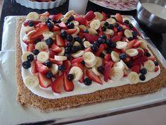 Den her kage er simpelthen bare så lækker og nem at den fortjener at blive afprøvet af alle. Toppingen er en blanding af cremefraiche og...