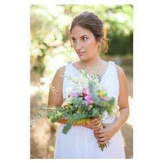 Our bride, Mariana, with her lovely bouquet. photography by 135milimetros  www.135milimetros.pt