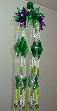 20 DIY Ideas for Recycling Plastic Bottles would be a great bead curtain, if you…Wind chime crafts - 21 brilliant upcycled ideas to makerecycled plastic bottles - maybe change up the top bit (bottle neck) and it would just look like a cute thing (a Reuse Plastic Bottles, Plastic Bottle Flowers, Plastic Bottle Crafts, Plastic Art, Recycled Bottles, Recycled Crafts, Soda Bottle Crafts, Diy Pet, Wind Chimes Craft