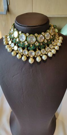 Pinterest :@achyi Indian Jewelry Earrings, Indian Jewelry Sets, Indian Wedding Jewelry, Bridal Jewelry, Silver Jewelry, India Jewelry, Dainty Jewelry, Silver Pearls, High Jewelry